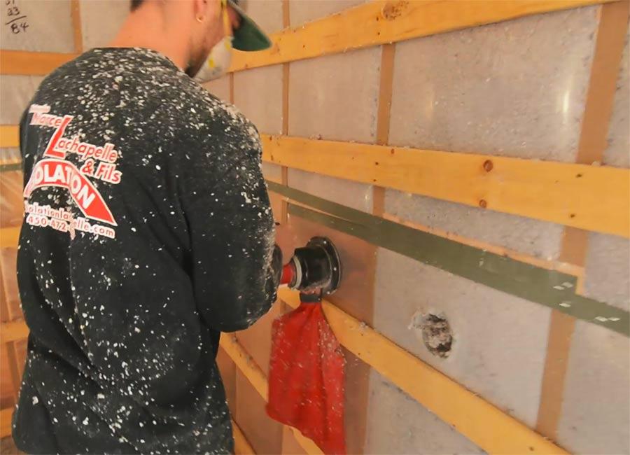 Insonorisation des murs extérieurs d'une maison par injection de cellulose