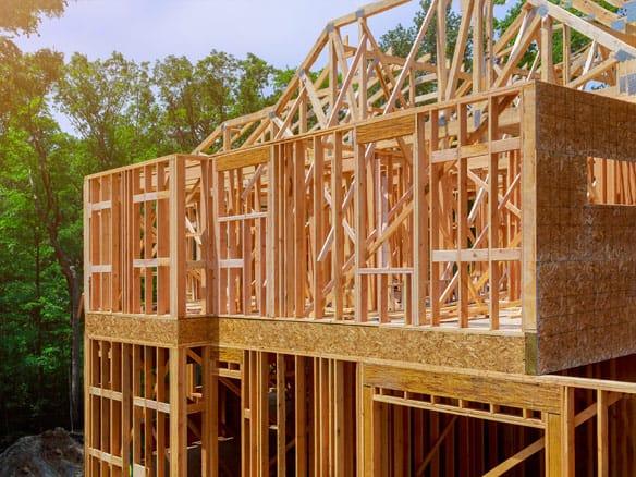 Service d'isolation à l'uréthane giclé pour maison neuve construit par un contracteur ou un entrepreneur